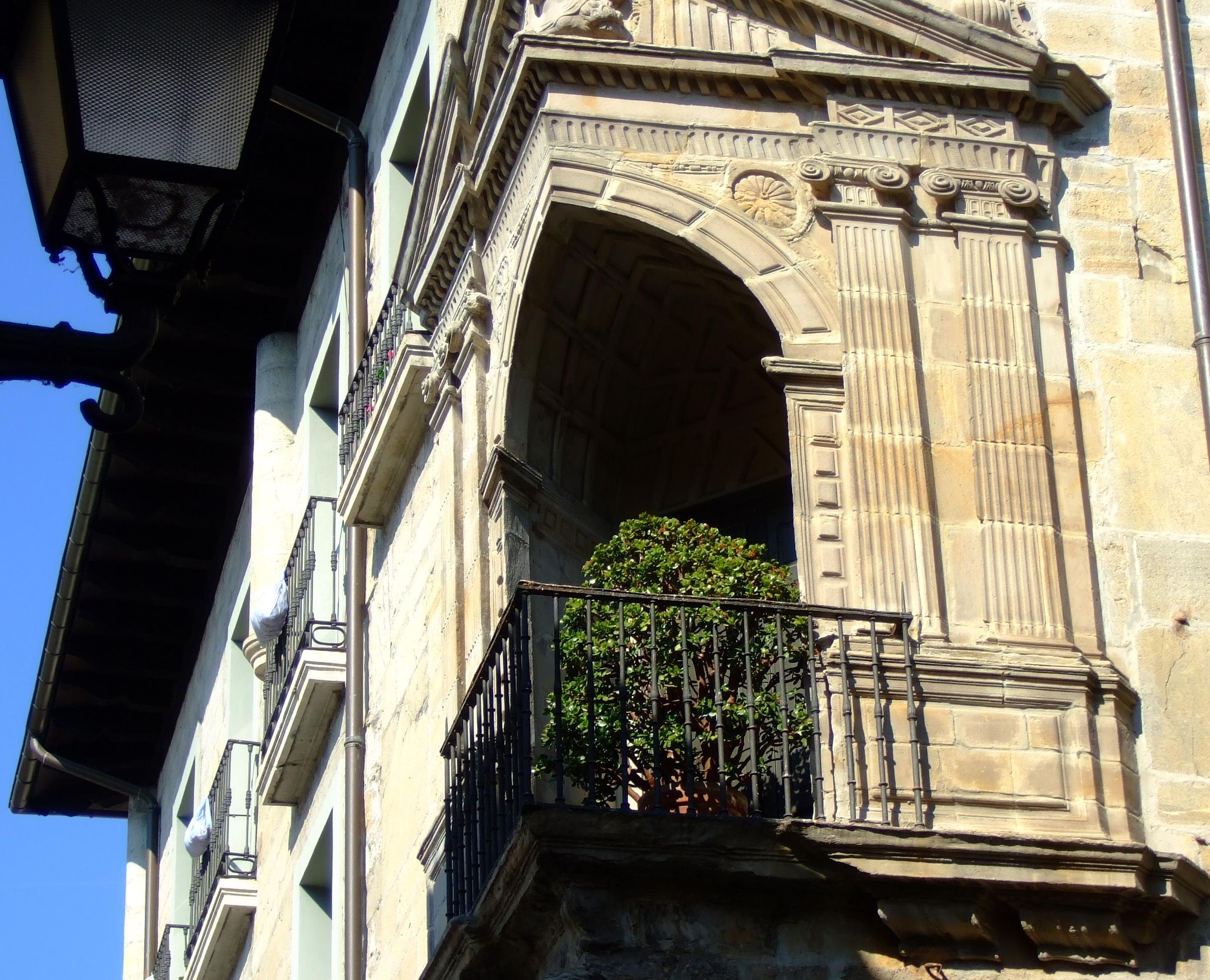Balcón en esquina. Palacio de Arrese
