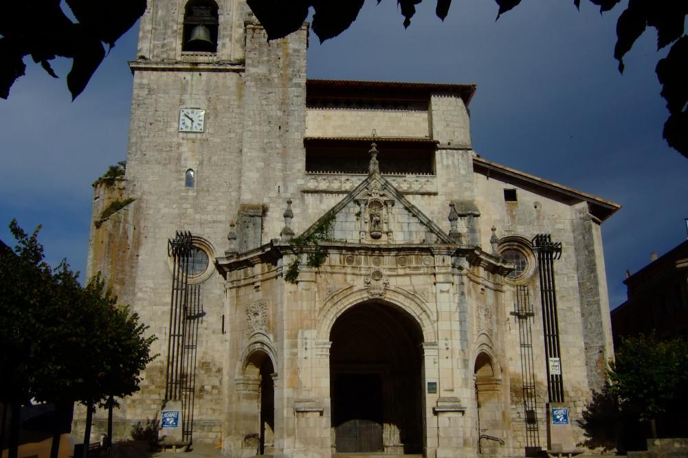 Iglesia fortaleza de San Martín, en el extremo sur del recinto amurallado.