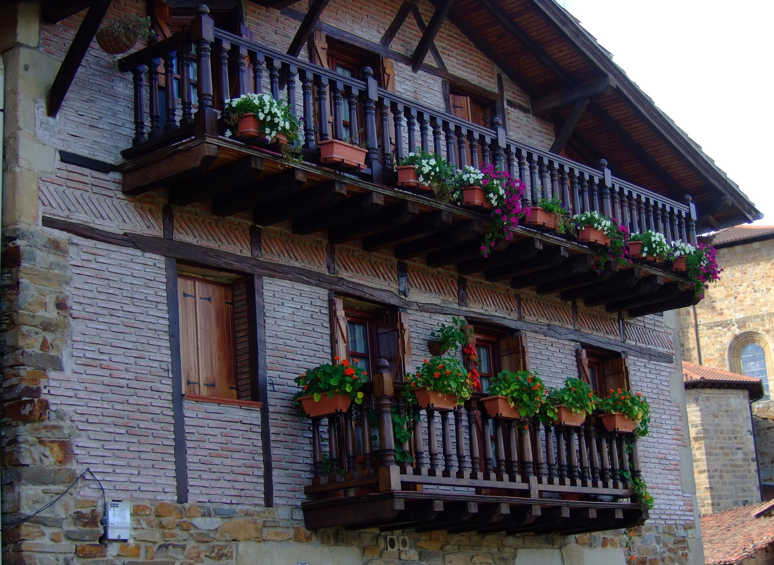 Tipica balconada vasca