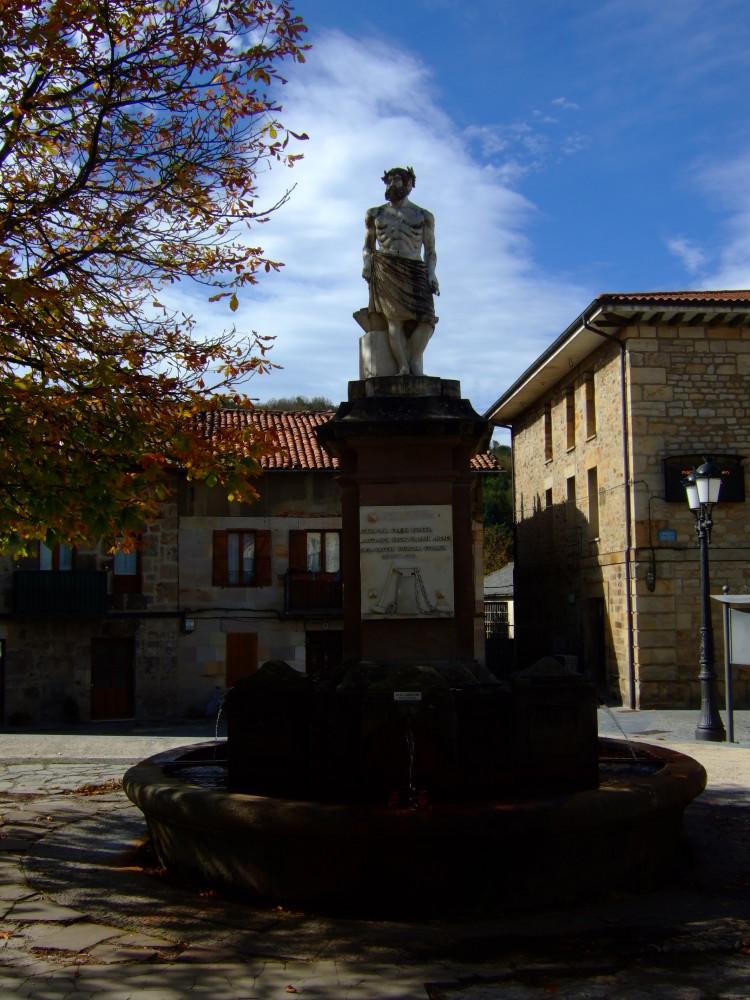 Fuente y monumento a las herrerías