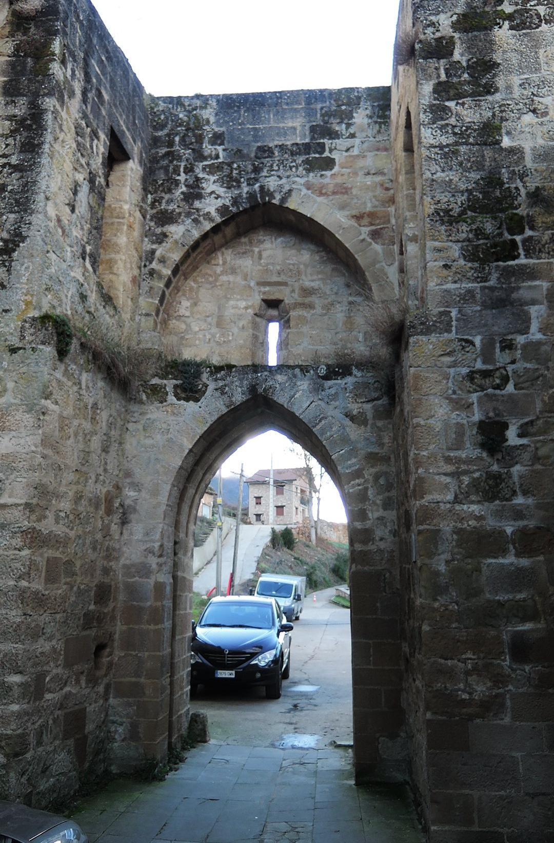 Puerta la Sarrea desde intramuros
