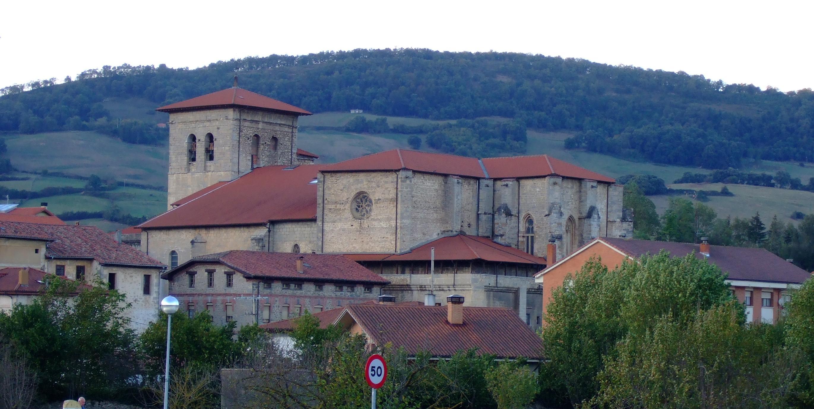 Iglesia-fortaleza de Santa María.