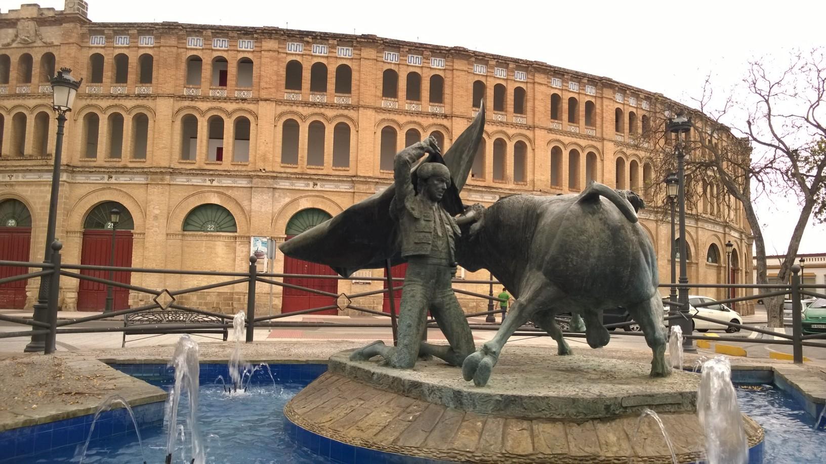Monumento al torero junto a la plaza de toros