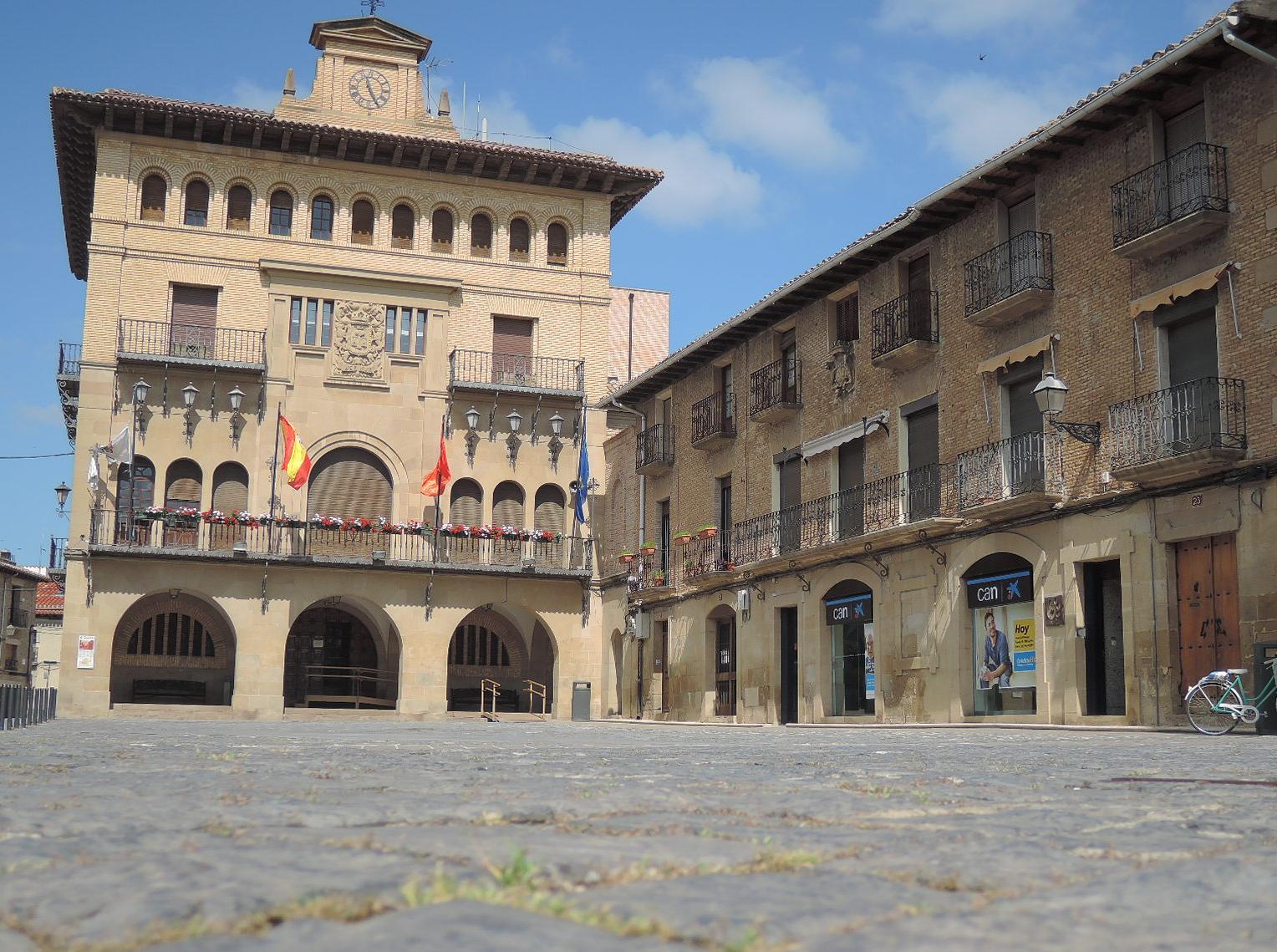 La muy castellana plaza del ayuntamiento.