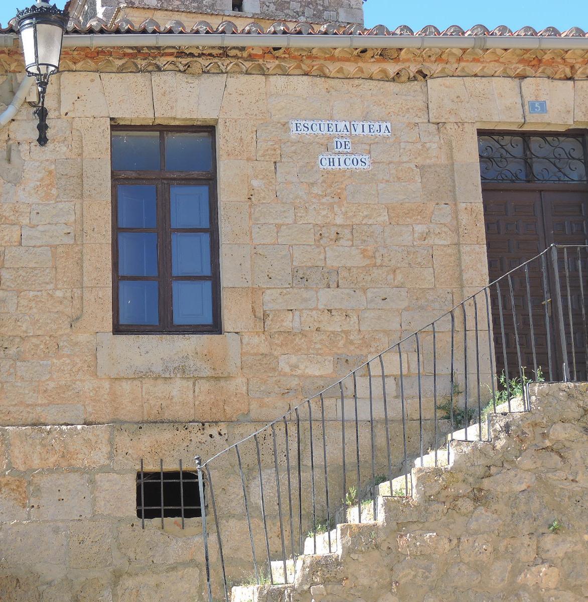 Escuela vieja de chicos. en Sta María del Mercadillo.
