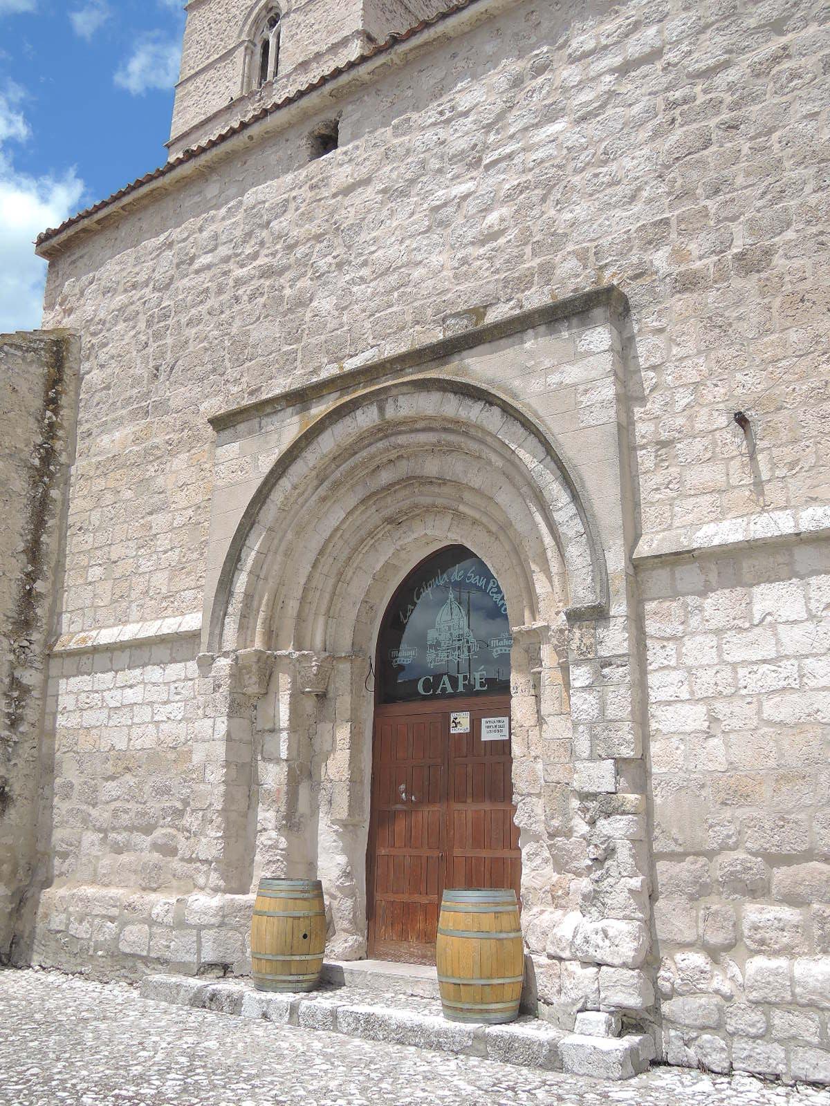 Iglesia bar; la salvación y el pecado en un solo edificio.
