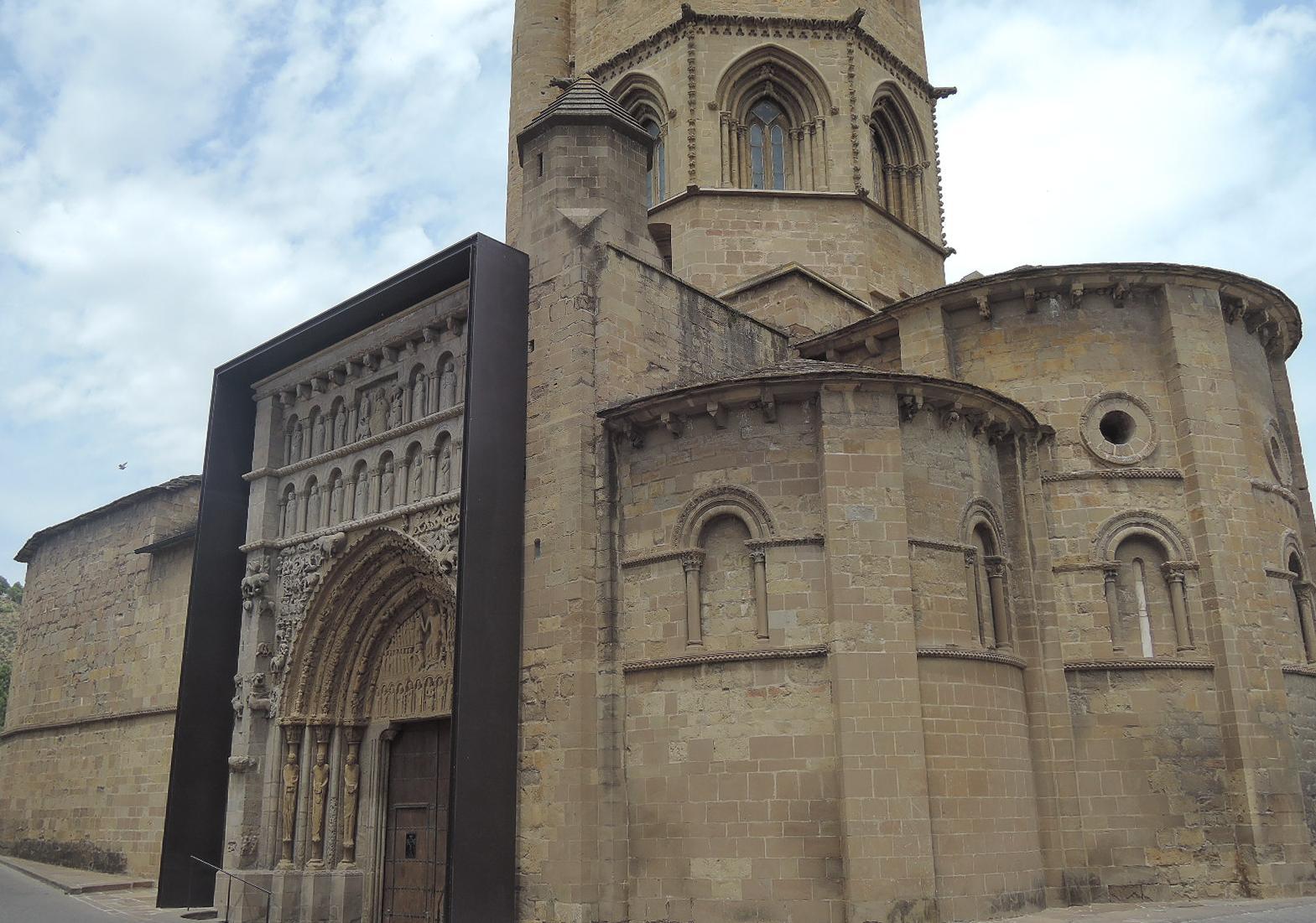 Soberbia portada románica de Santa María la Real, en Sangüesa.