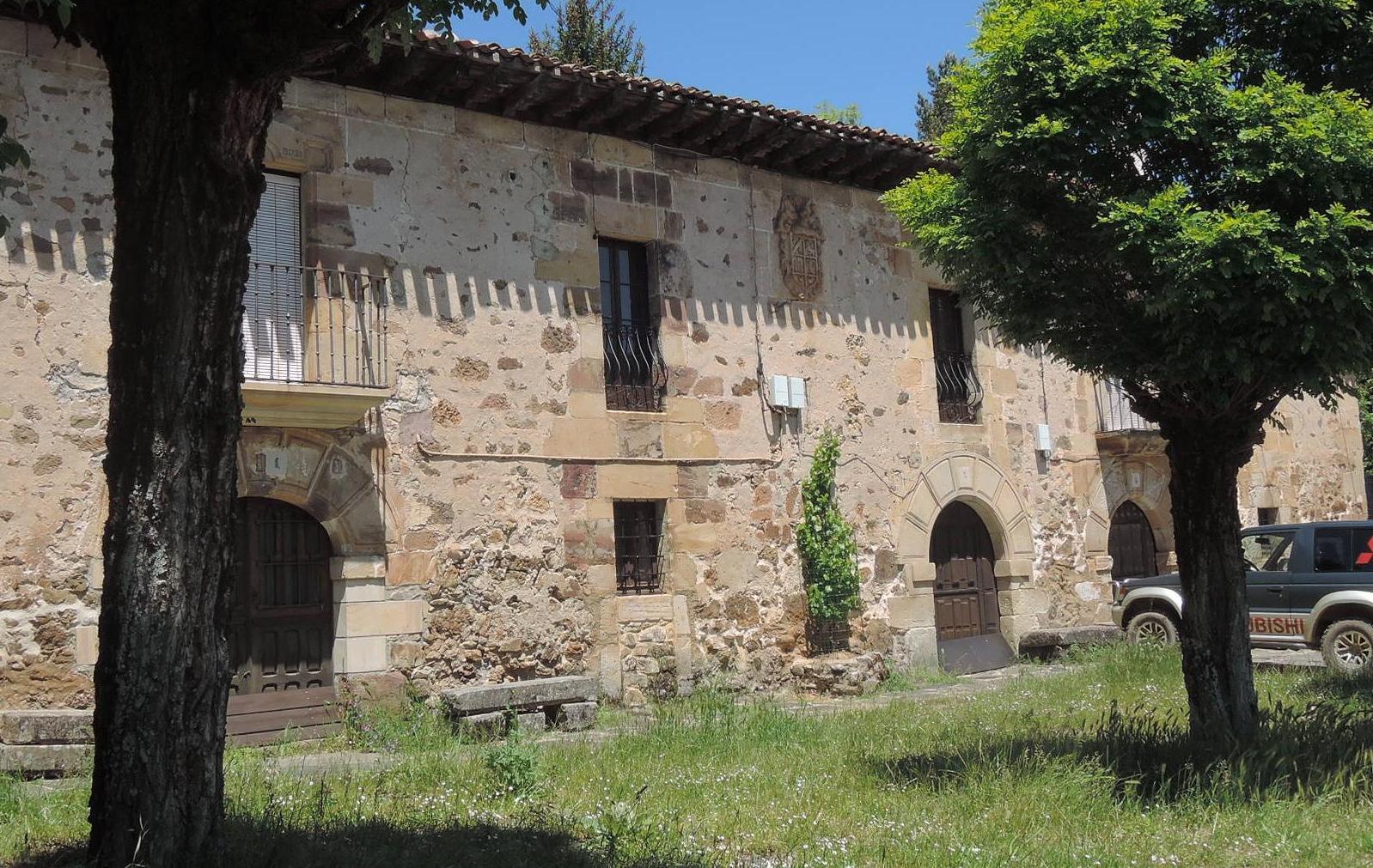 Palacete nobiliario a la entrada de Barbadillo de Herreros.