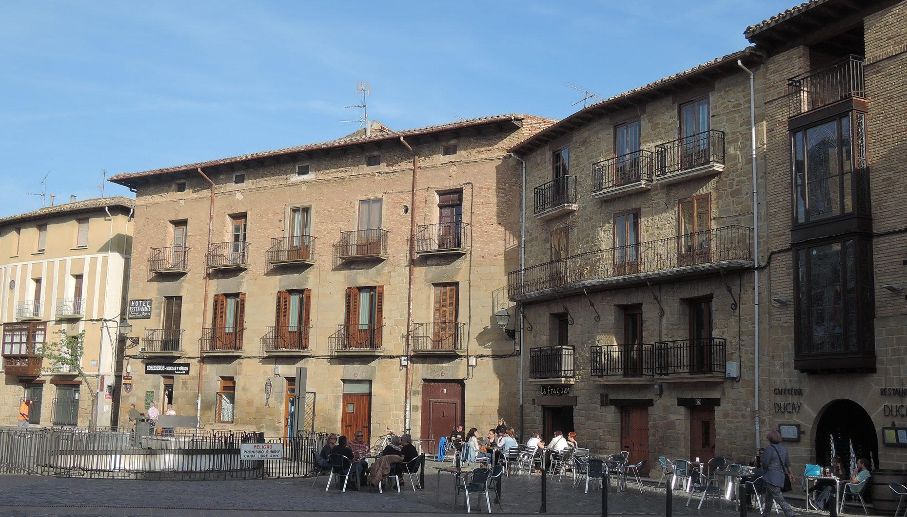 La calle San Martín, con sus varias terrazas donde, tanto por la mañana como al atardecer, se está en la gloria.