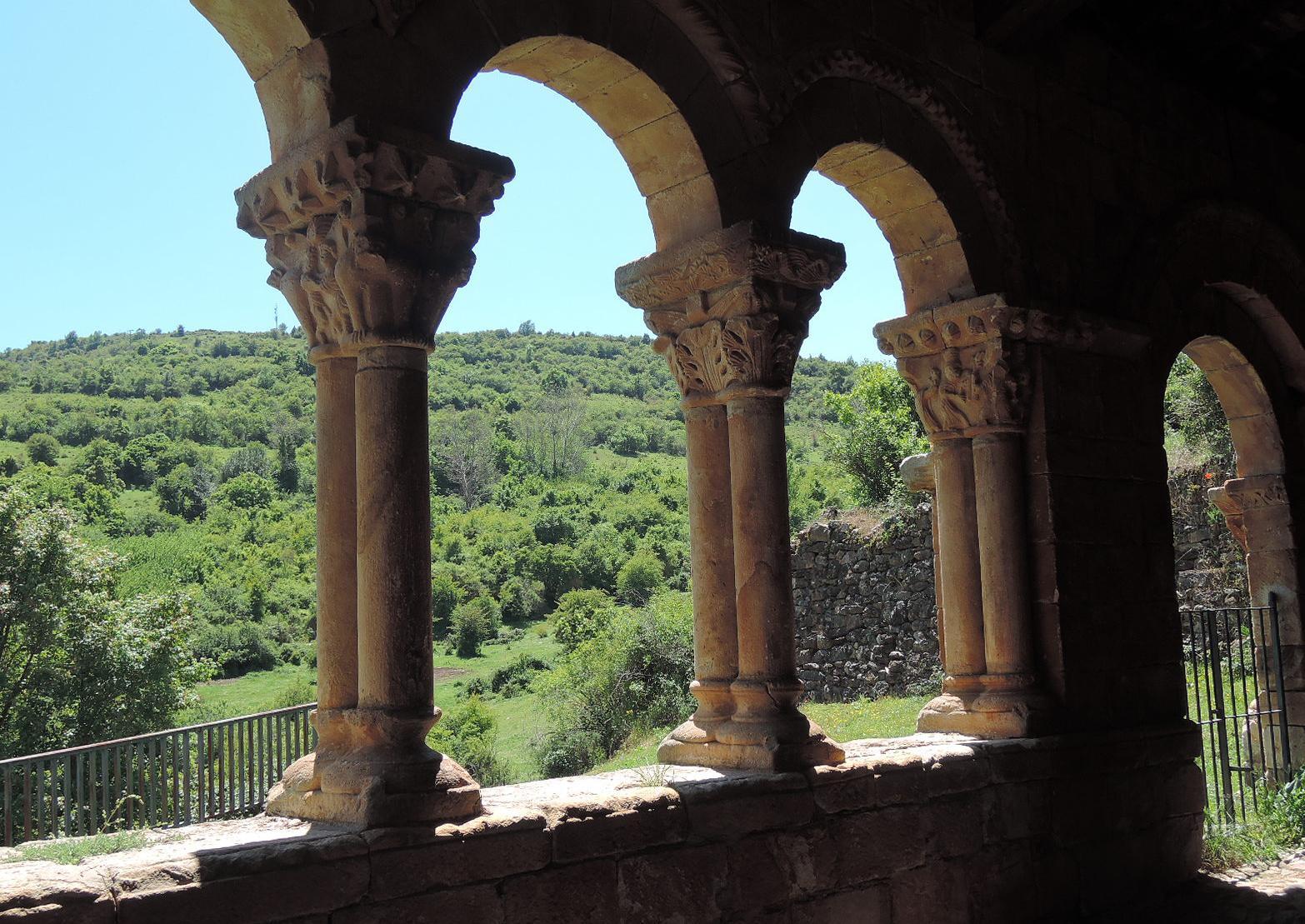 Pórtico de la ermita de San Marcos, con columnas de mucho mérito.