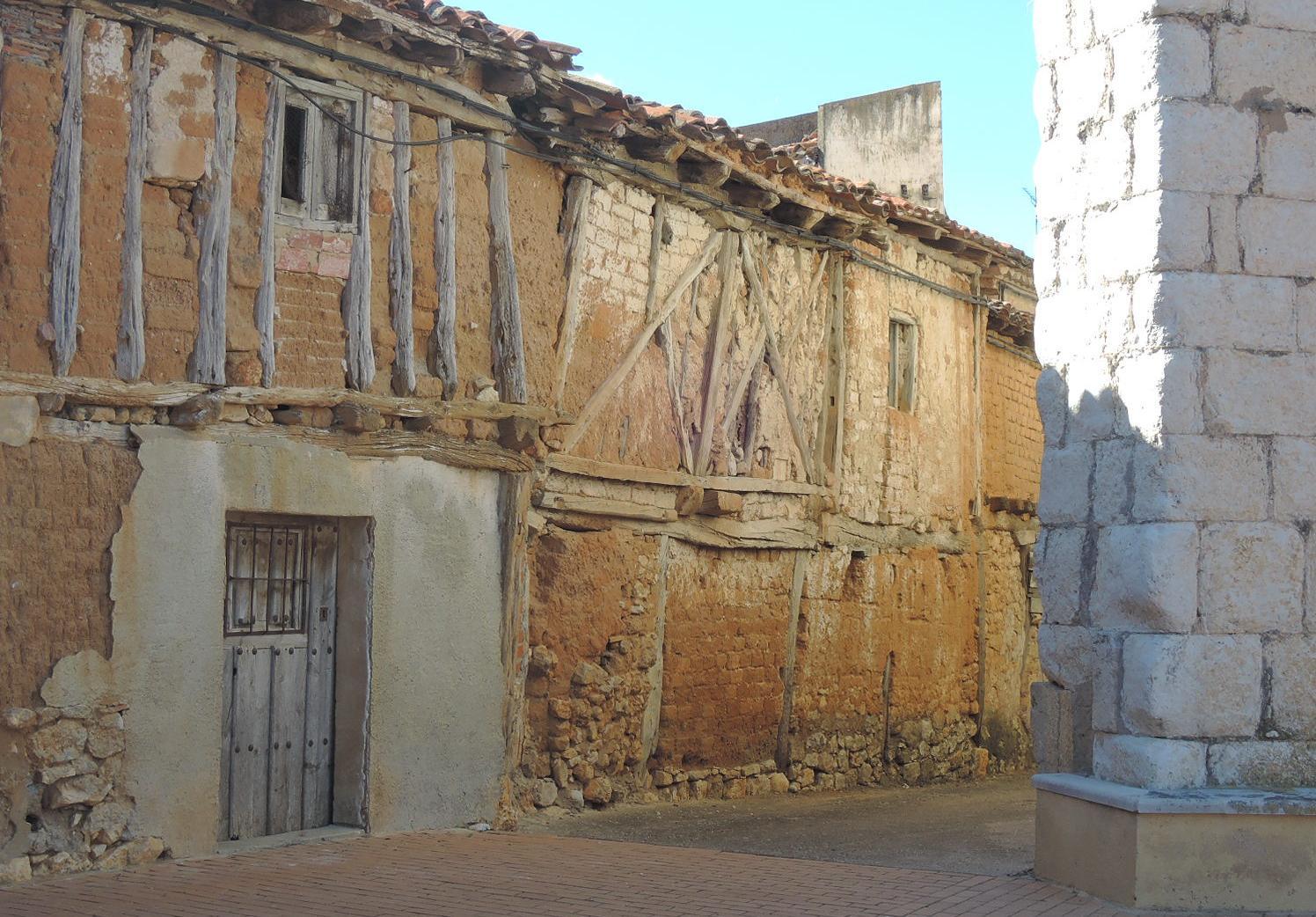 Rinconcito tras la iglesia de Pinilla Trasmonte.