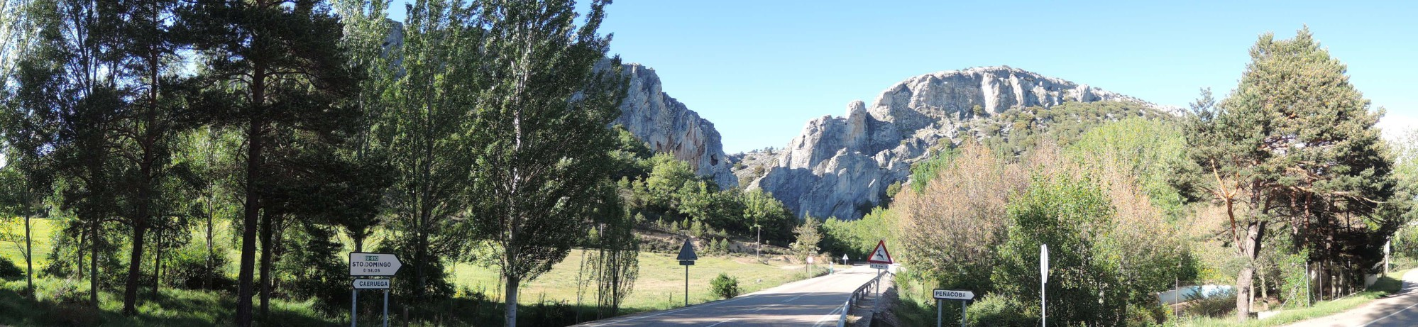 Las dos crestas rocosas que forman La Yecla, el desfiladero de entrada al valle del Mataviejas