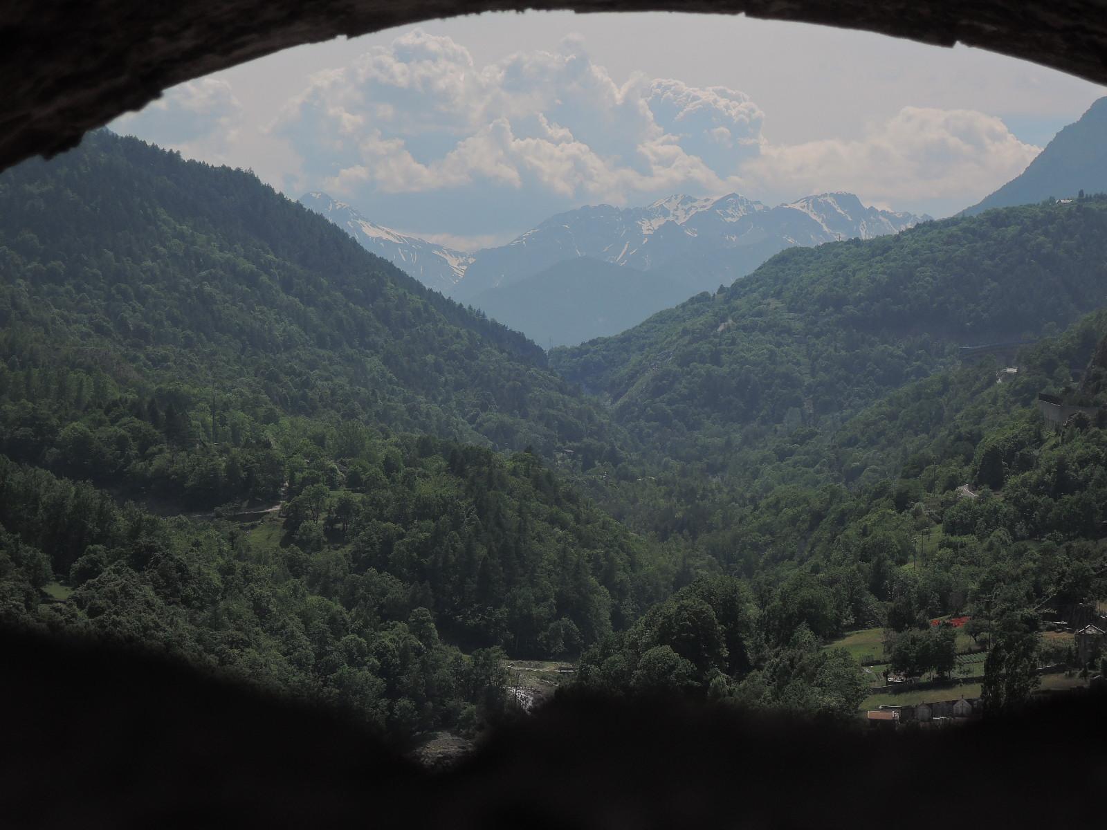 Los Alpes y el valle del Dora, desde una tronera del fuerte.