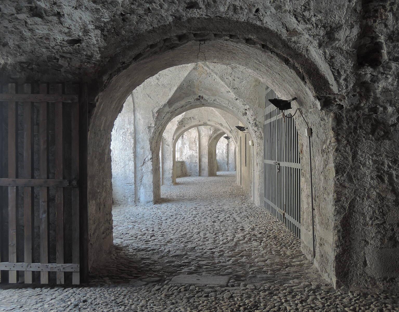 Patio de alojamientos para la tropa y, después, celdas de la prisión.