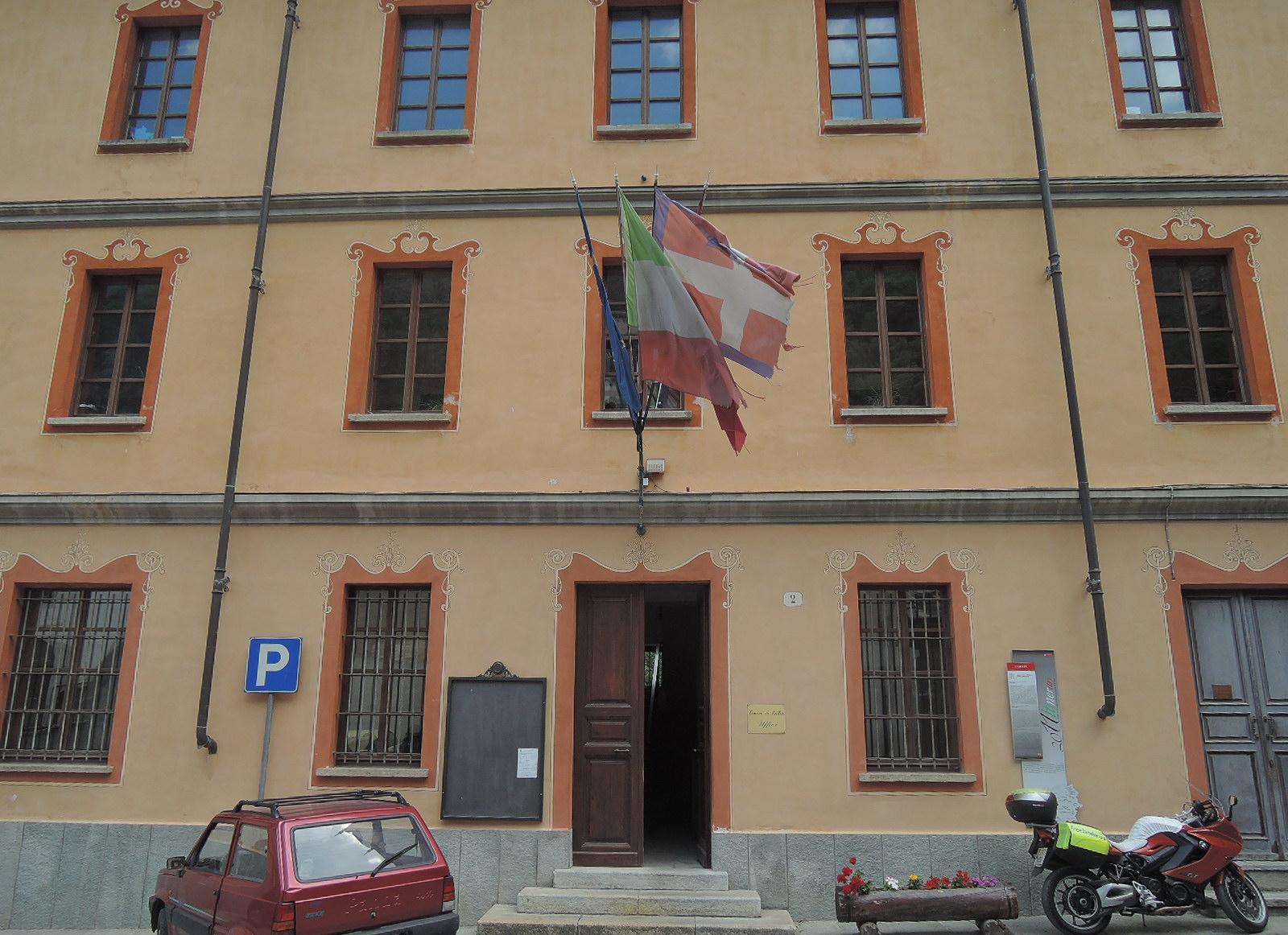 Casa consistorial en Exilles. Piamonte.
