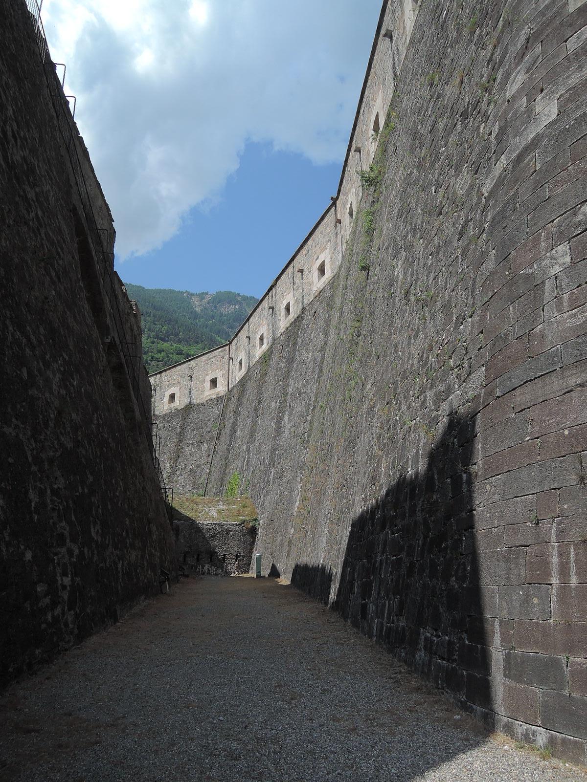 Foso interior entre dos murallas, en el frente occidental.