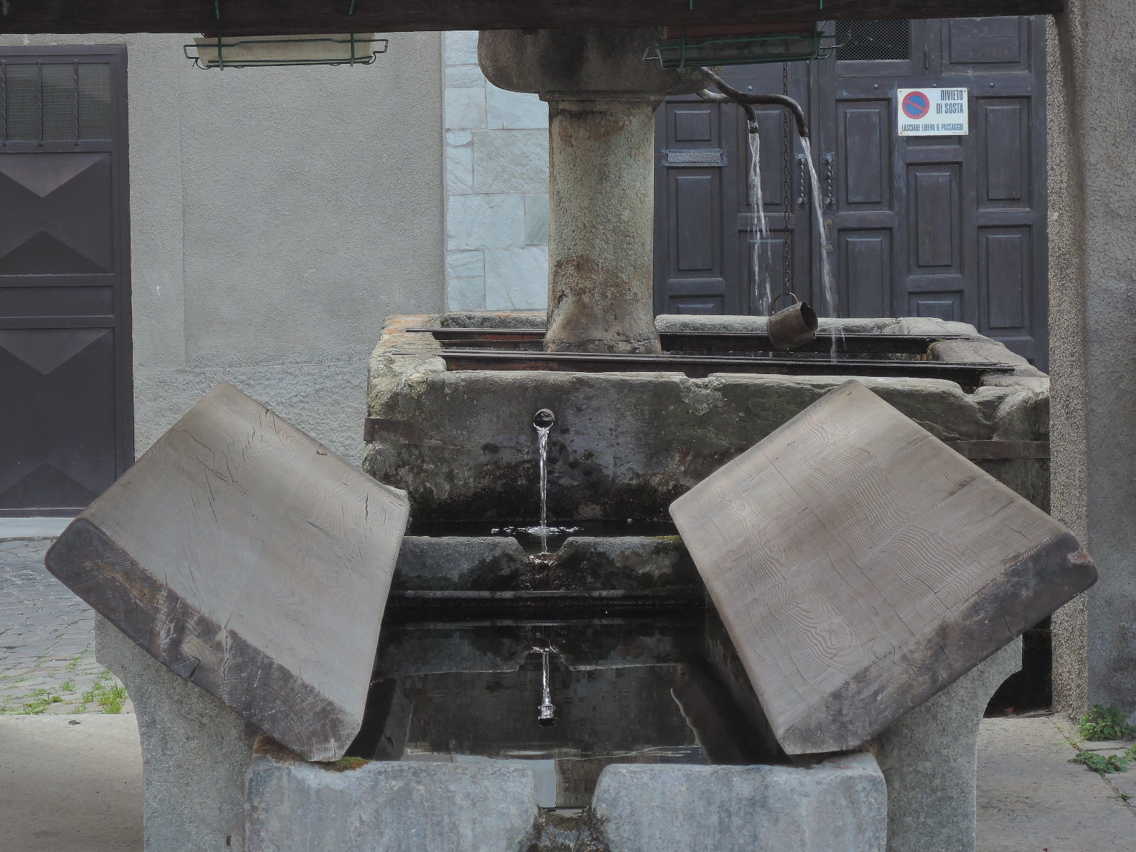 Típica fuente-lavadero en el Piamonte.