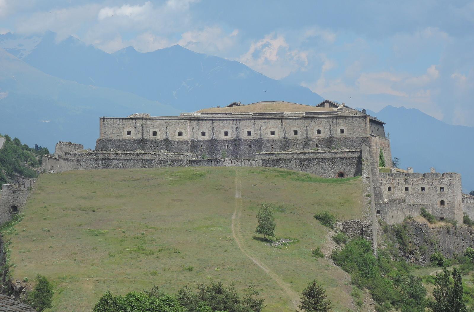 La imponente fortaleza de Exilles.
