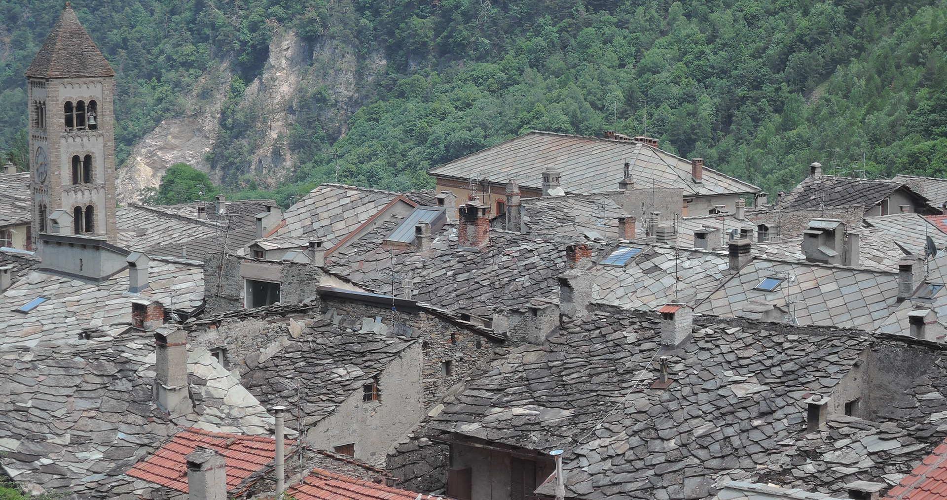 Los tejados de piedra en el Piamonte.