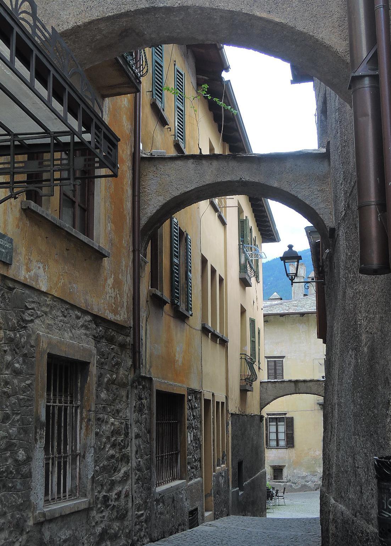 Arcos, un elemento frecuente en la arquitectura urbana de Italia.