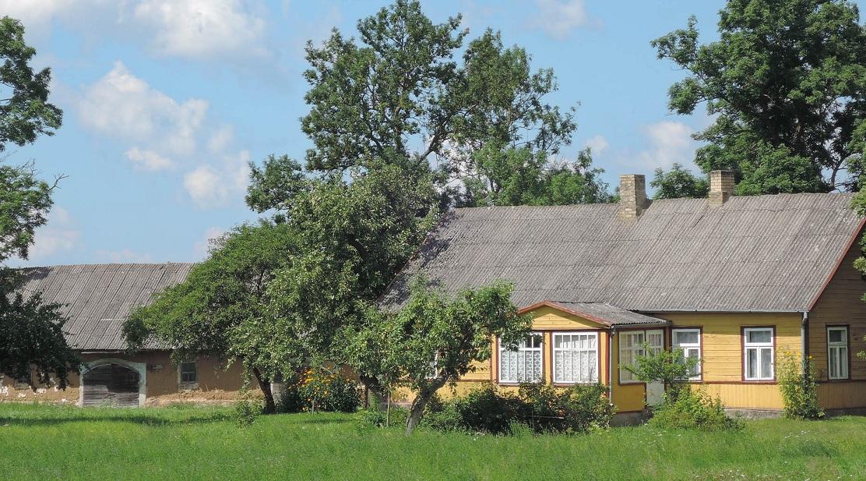 Una granja típica cerca de Vabalninkas. Lituania.