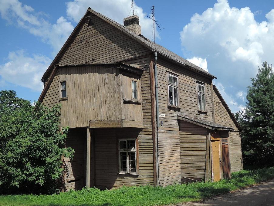 Curiosa casa de madera en Birzai.