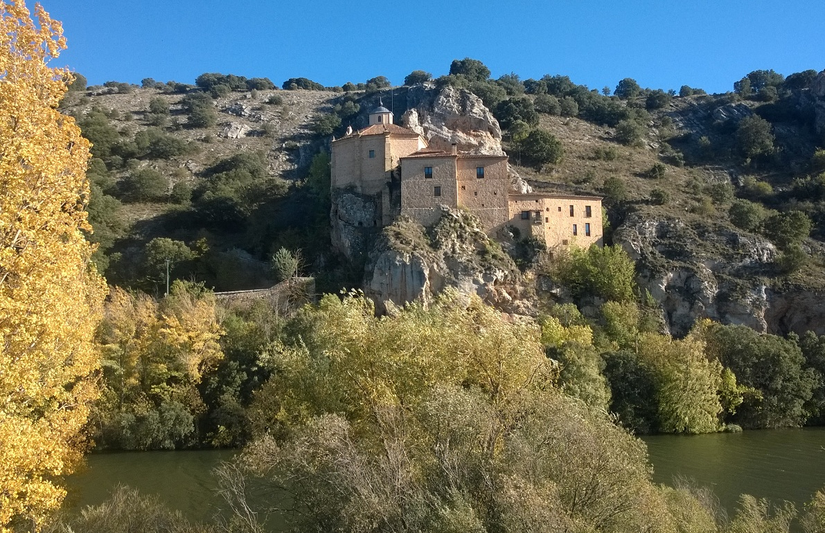 Legendaria ermita de San Saturio, sobre el Duero a su paso por Soria.