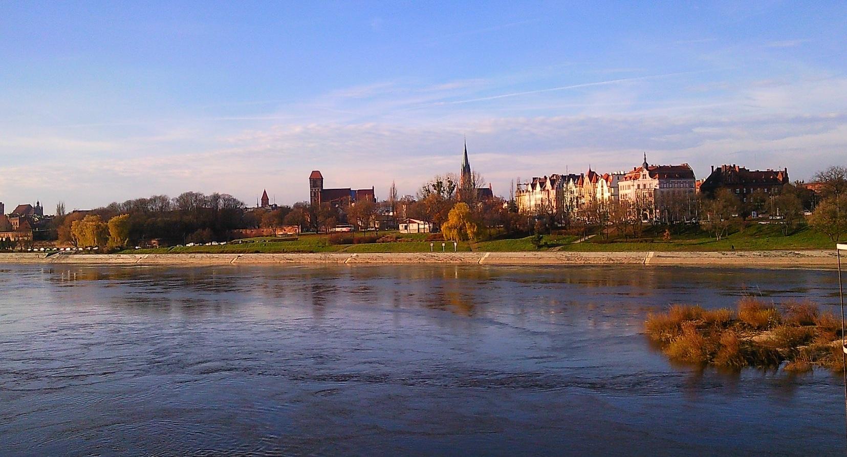 Inconfundible vista de Torun sobre el río Vístula.