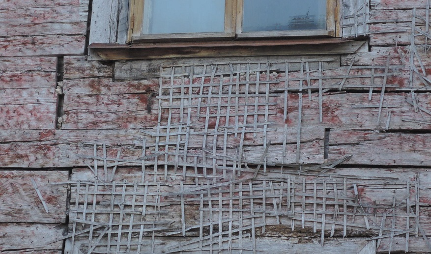 Curioso detalle de una pared que ha perdido su aislante exterior.