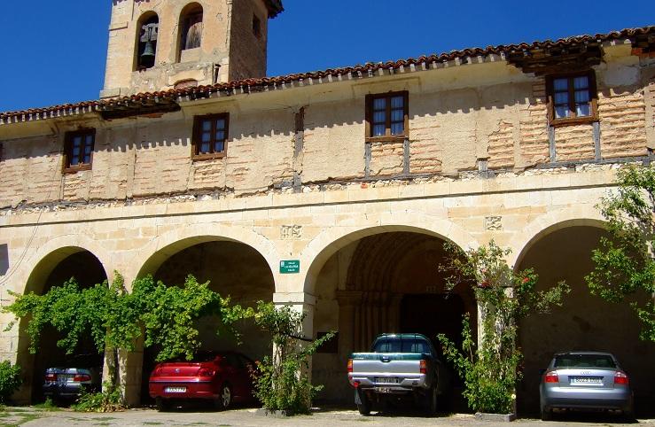 Lateral de la iglesia en Franco, municipio de Treviño.