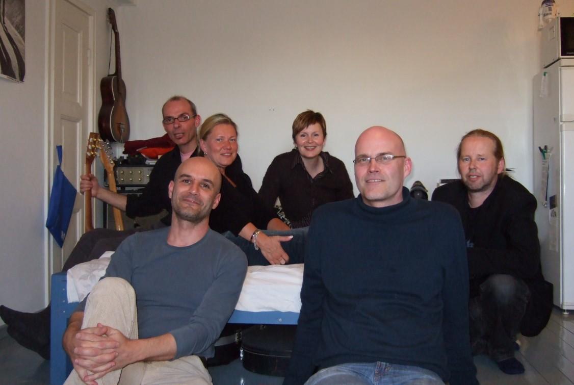 En mi apartamento, con mis amigos de Tampere