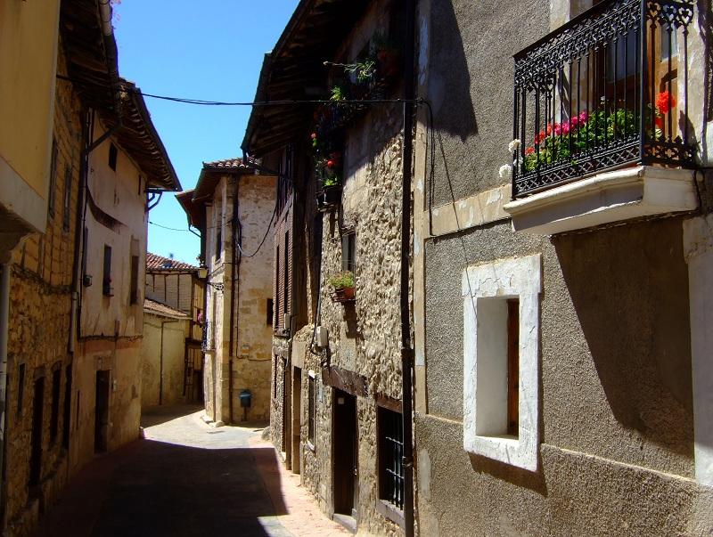 Una de las tres calles paralelas de Treviño