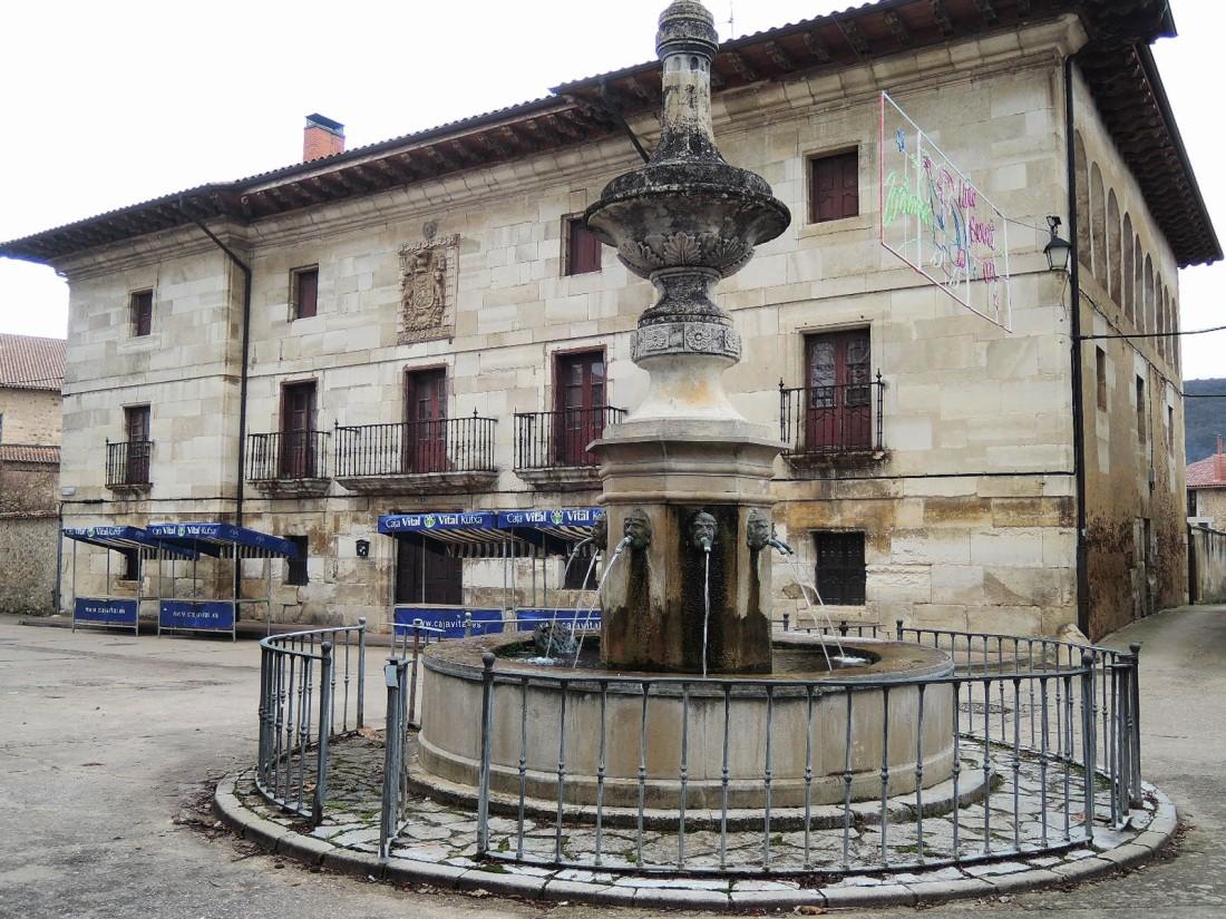 Palacio de Samaniego en la plaza Mayor de Maestu