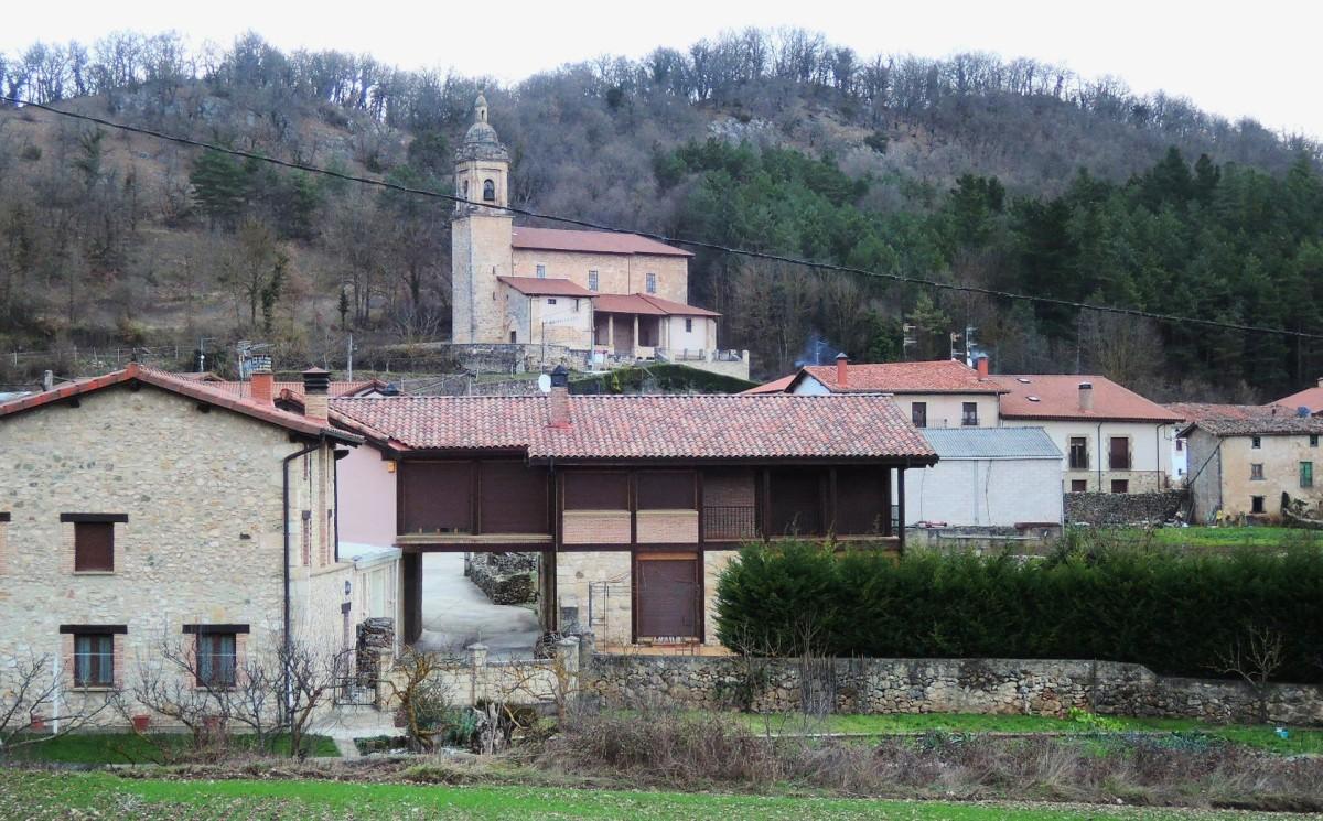 Iglesia y casas de Virgala Mayor, cerca de Maestu
