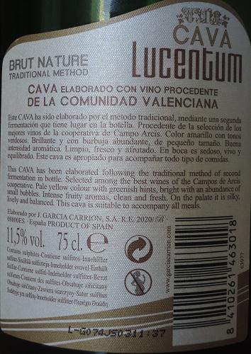 La etiqueta desinformativa de Lucentum. Adviértanse los engañosos tipos de letra.