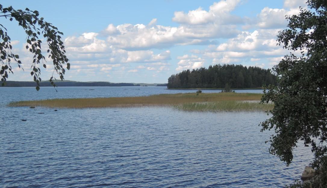 Cruzando uno de tantos lagos de camino hacia Rautalampi.