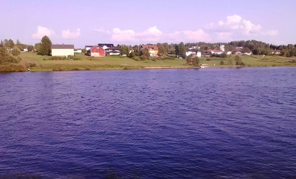 Las frías aguas del Kitinen, infestadas de mosquitos