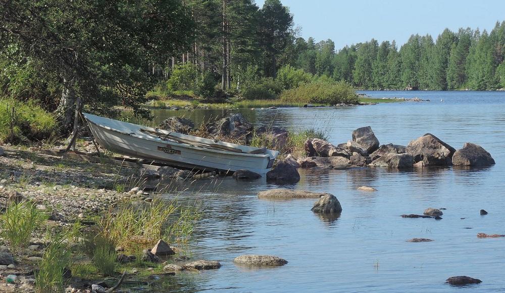 Barca a orillas del Siikalampi, en Taivalkoski