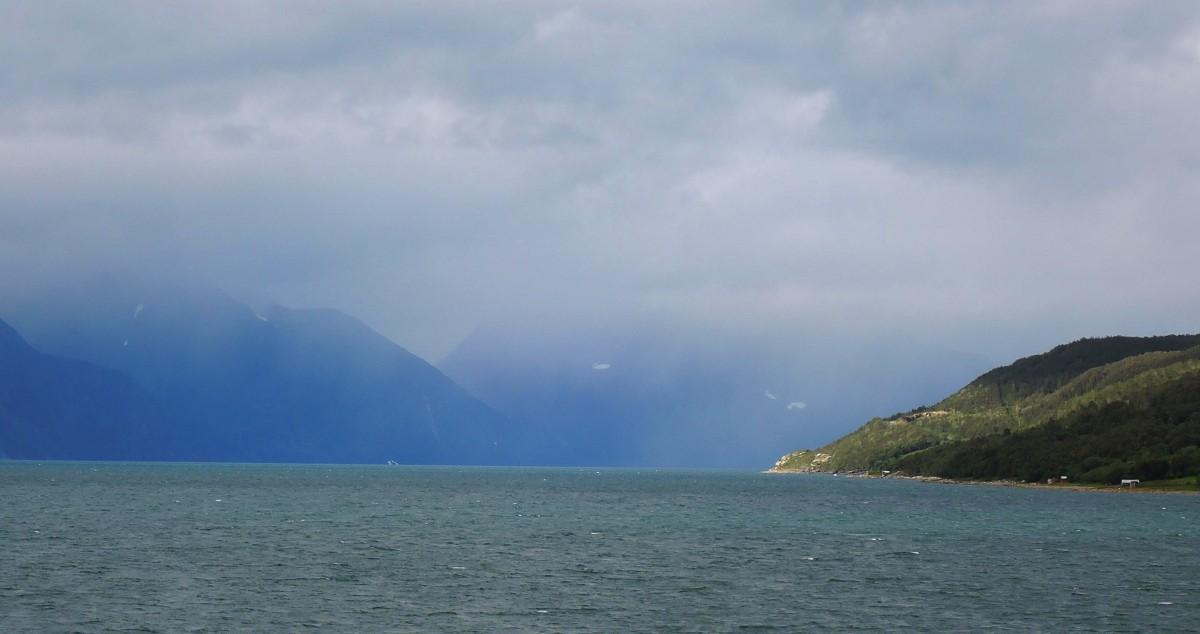 El fiordo Lyngen desde el ferry