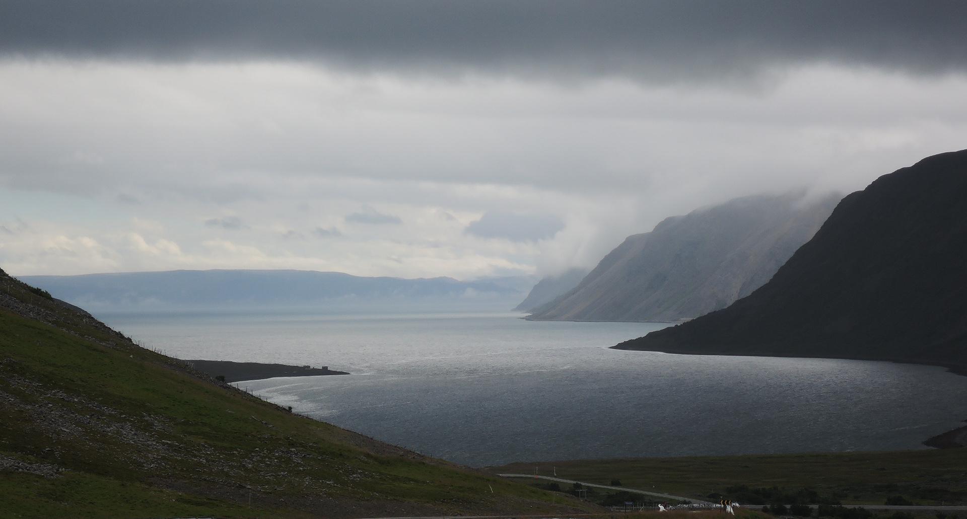 El día se pone feo y los fiordos se vuelven interesantes y tétricos