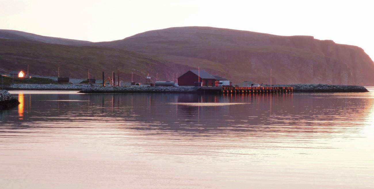 Muelle de Kjollefjord al atardecer