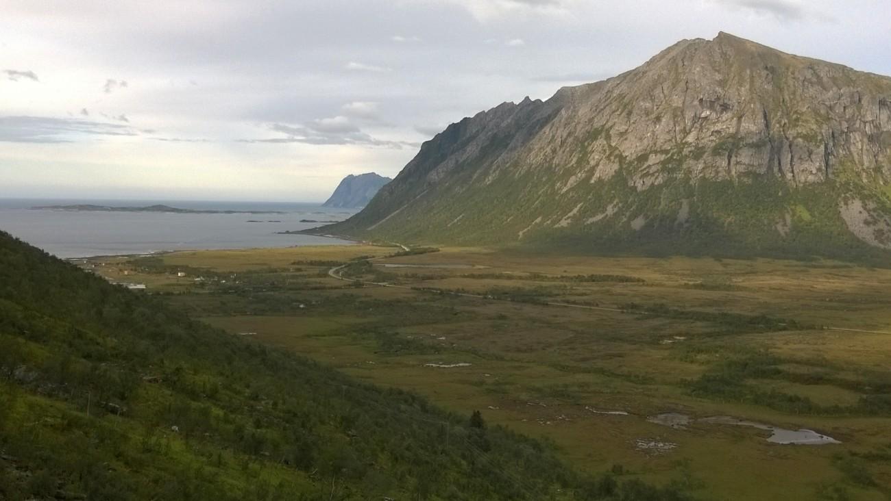 Valle glaciar de Lakselva, pasado Hamn
