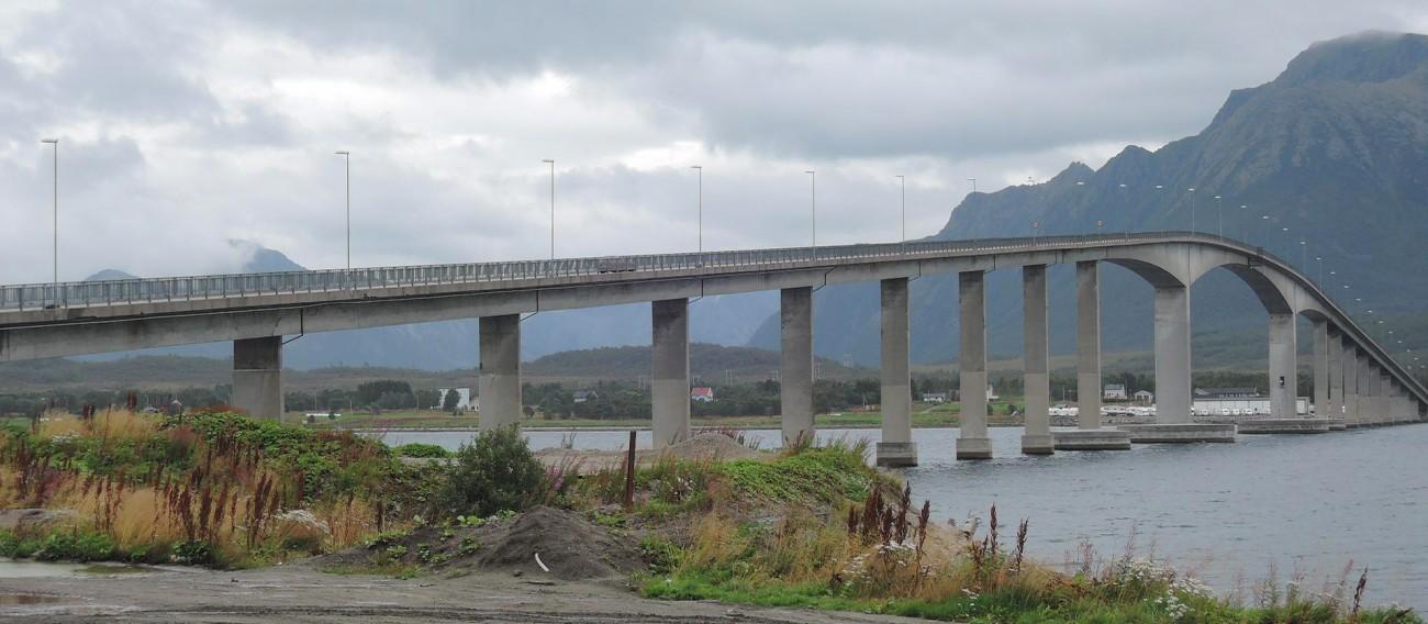 Este puente comunica la isla de Langoya con el resto del país