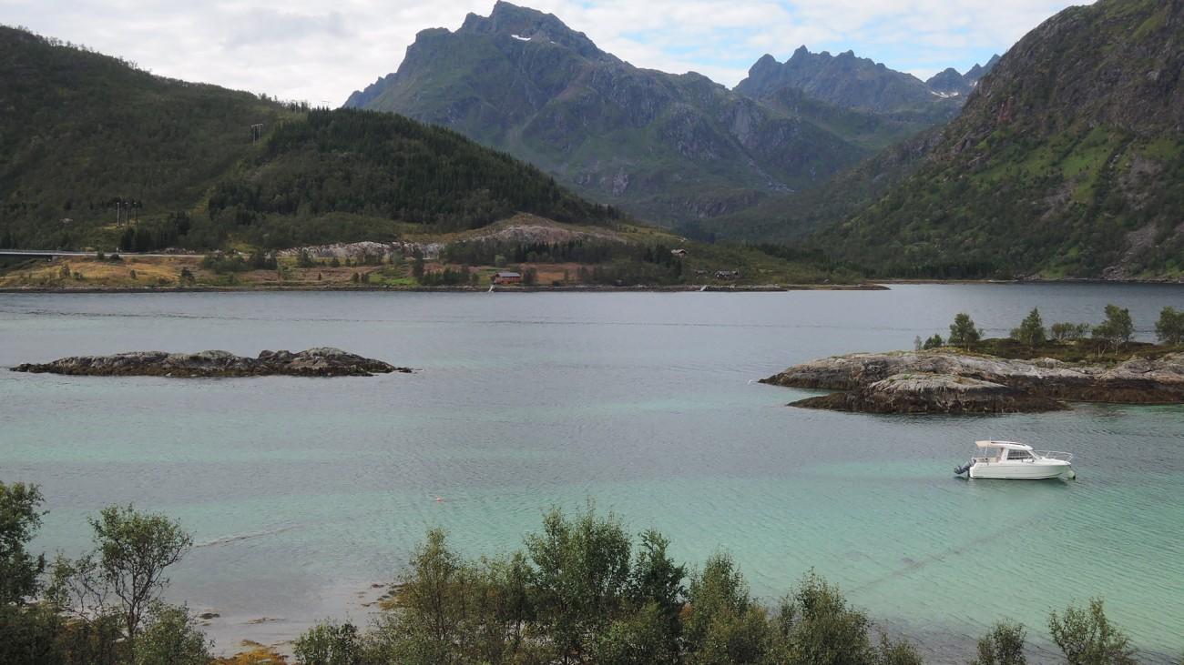 En algún lugar de Gullesfjord, isla de Finnoya