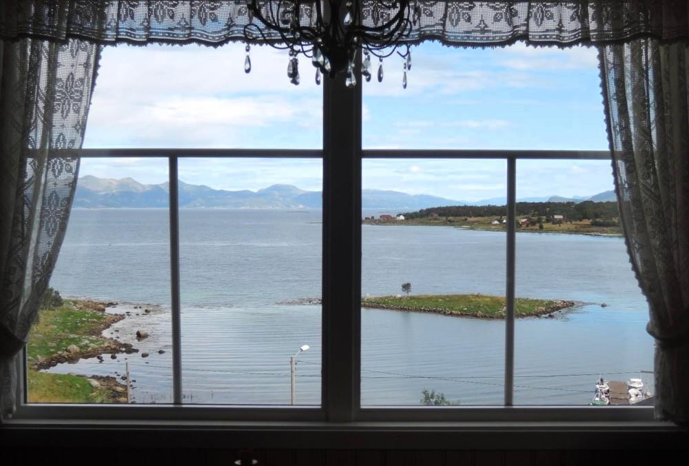 Vista frontal desde el salón
