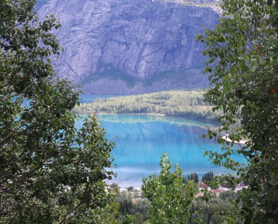 El increíble azul turquesa del Kobbvatnet