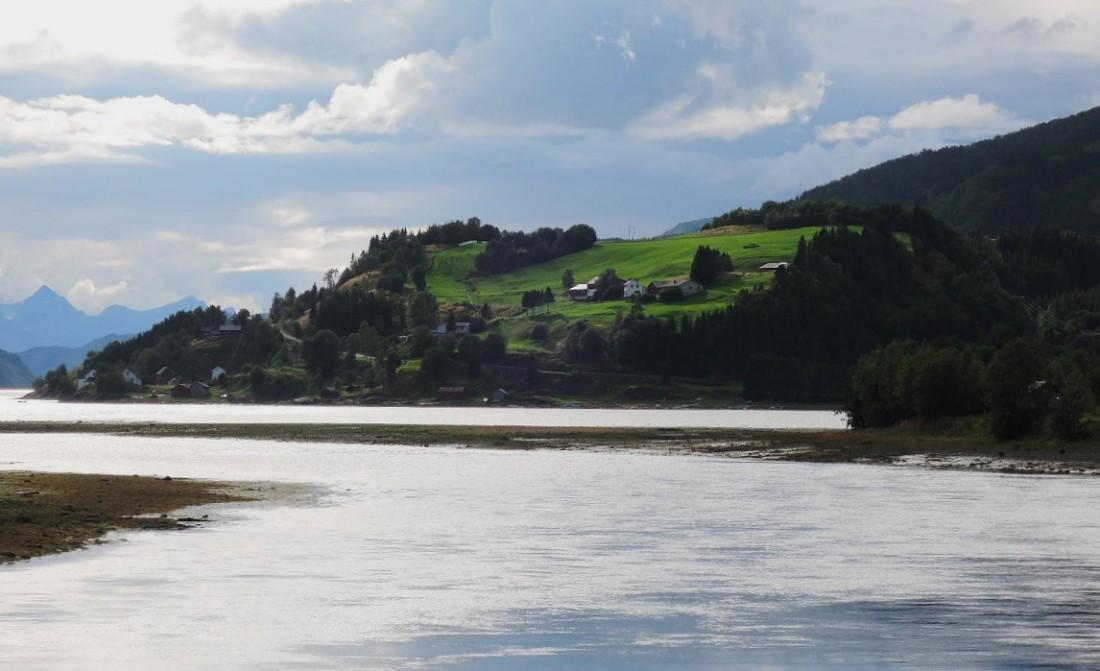 El fiordo Leir (Leirfjorden)