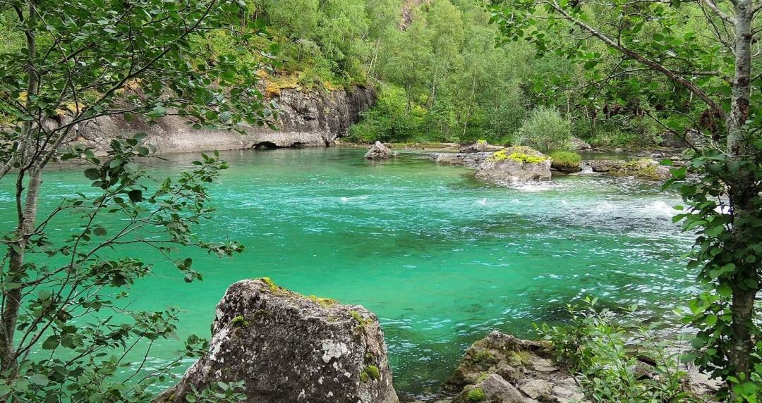 Junto al río Storskogelva