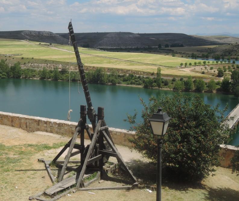 Reconstrucción de una catapulta para ser usada en los festejos