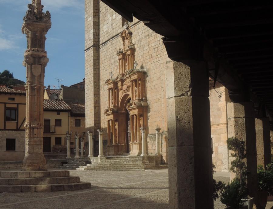 Fachada de la iglesia de Santa Ana, en la plaza de Peñaranda